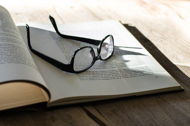 教科書とメガネ